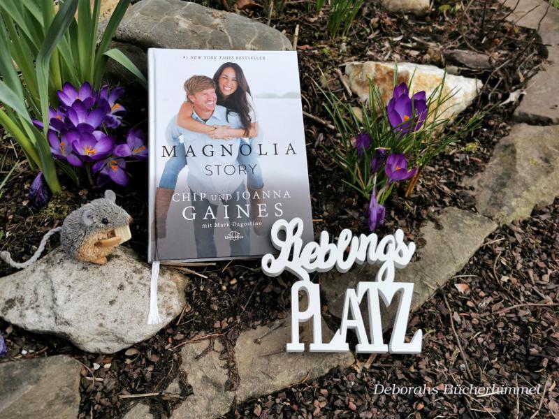 Buch Magnolia Story umgeben von Krokus und natürlich mit Maus.