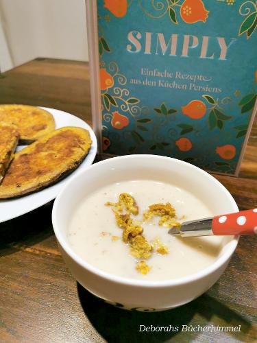 Blumenkohlsuppe und Parmesan-Curry-Toasts vor Kochbuch