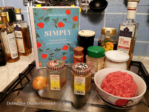 Die Zutaten für die Fleischklöße mit Granatapfelmelasse-Honig-Glasur.