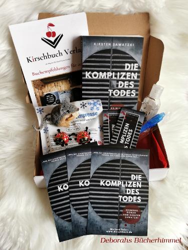 Das war drin im Bloggerpäckchen: Postkarten, Lesezeichen, Schokoladen-Marienkäfer, ein Stift, Handhygienegel, das Buch von Kirsten Sawatzki und eine Kühlkompresse