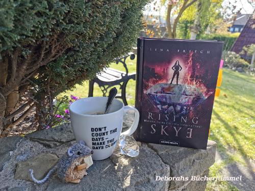 Rising Skye mit Tasse, Kristall und Blogmaus