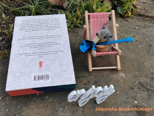 Klappentext von Luftgitarrengott von Herbert Hirschler mit Blogmaus auf Liegestuhl