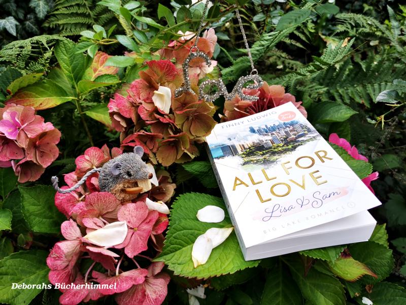 """Finny Ludwig """"All for love"""" inmitten von Blumen mit der Blogmaus"""